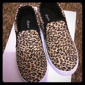 Quipid Leopard Slide-On Shoes Size 6